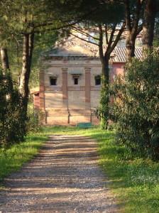 Il Cenotafio di Annia Regilla,che Erode Attico dedicò alla moglie, da lui fatta uccidere (fonte: Wikipedia)