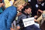 Hillary Clinton e un disabile