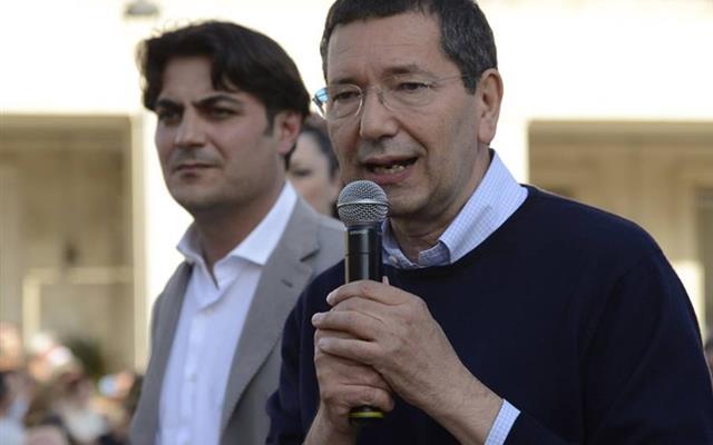 Da sinistra, l'ex presidente del decimo Municipio Andrea Tassone e l'ex sindaco Ignazio Marino (entrambi sotto PD). Fonte: wilditaly.net