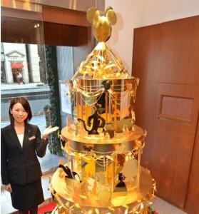 L'albero di Natale in oro massiccio con i personaggi Disney