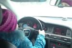 La bimba al volante dell'Audi