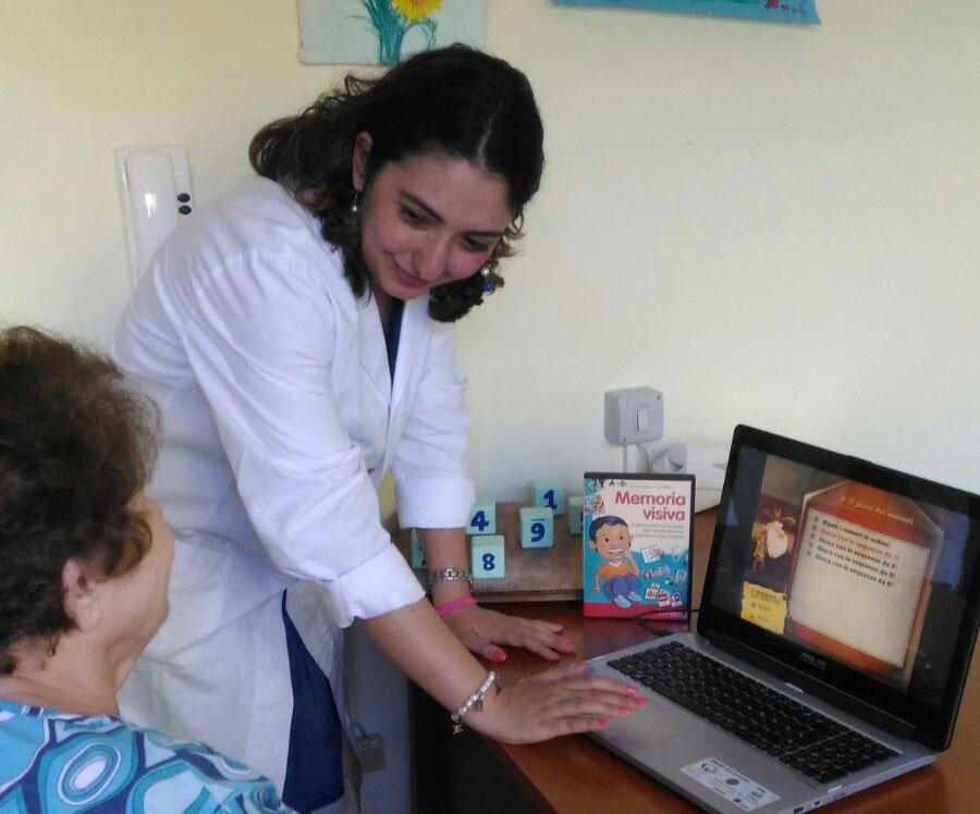 Una sessione di terapia con un paziente afasico