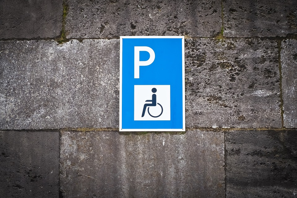 posti-disabili-disabilita-finestraperta-parcheggio-parcheggiare-angelo-andrea-vegliante-web-radio-corte