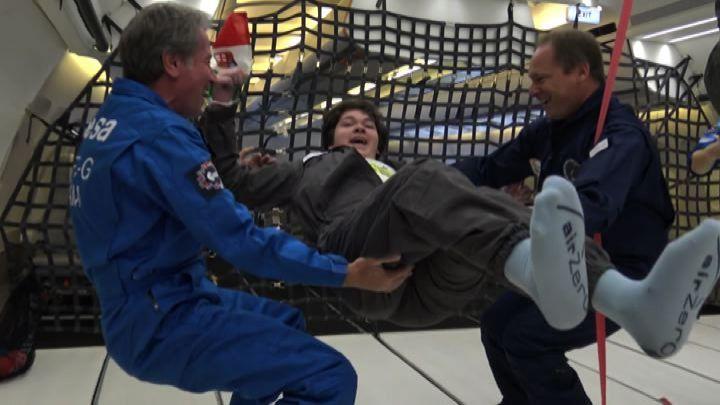 Uno dei ragazzi con disabilità in volo