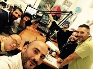 """Gli Scooppiati Diversamente Band durante un'intervista a """"Il Riso Abbonda"""""""