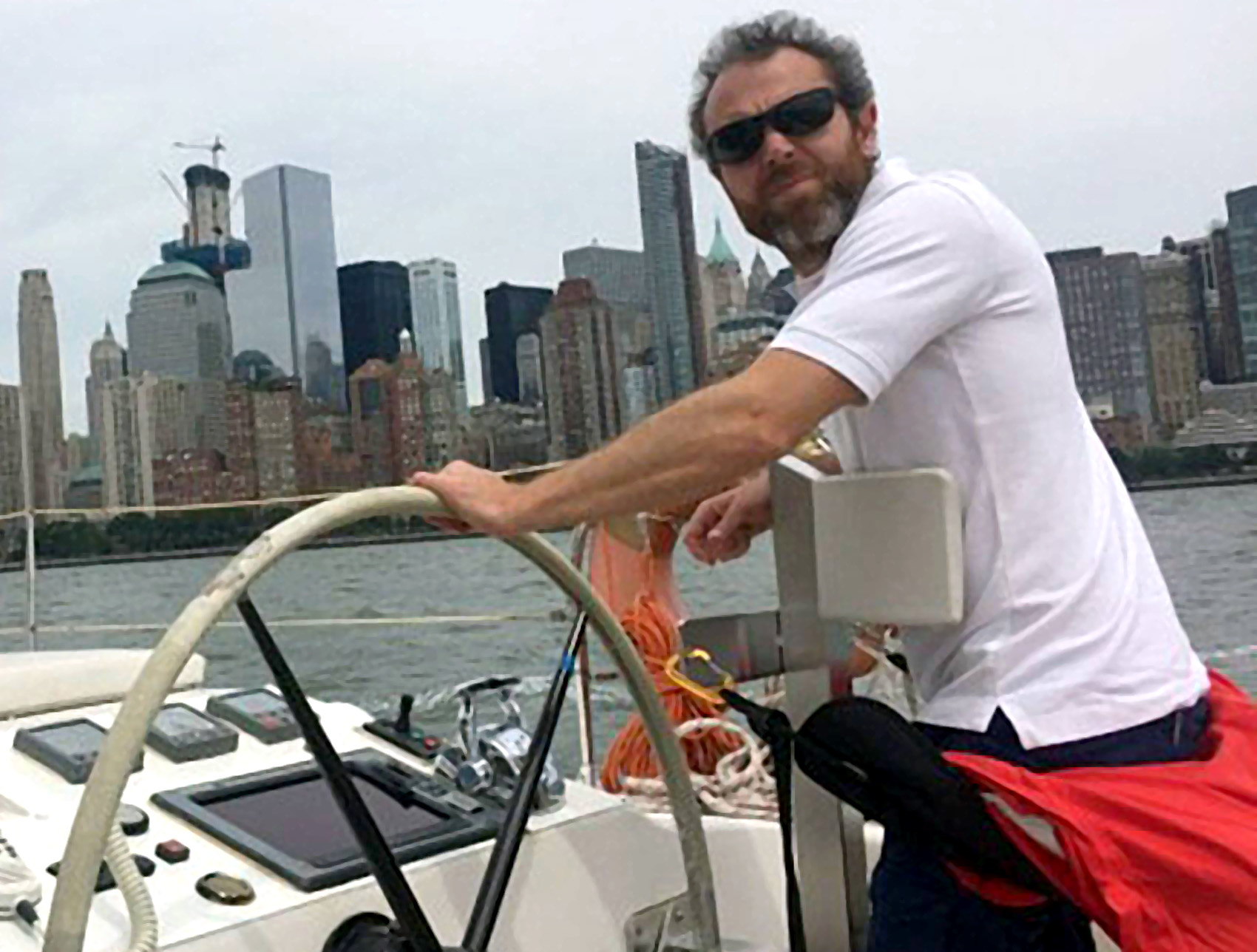 Andrea Stella a bordo del suo catamarano