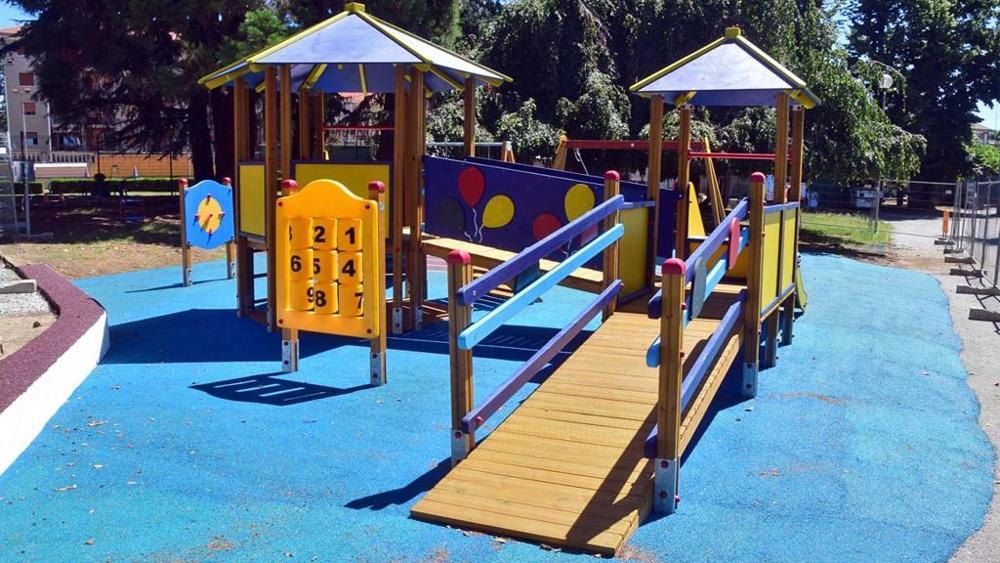 Parco giochi bambini con disabilità