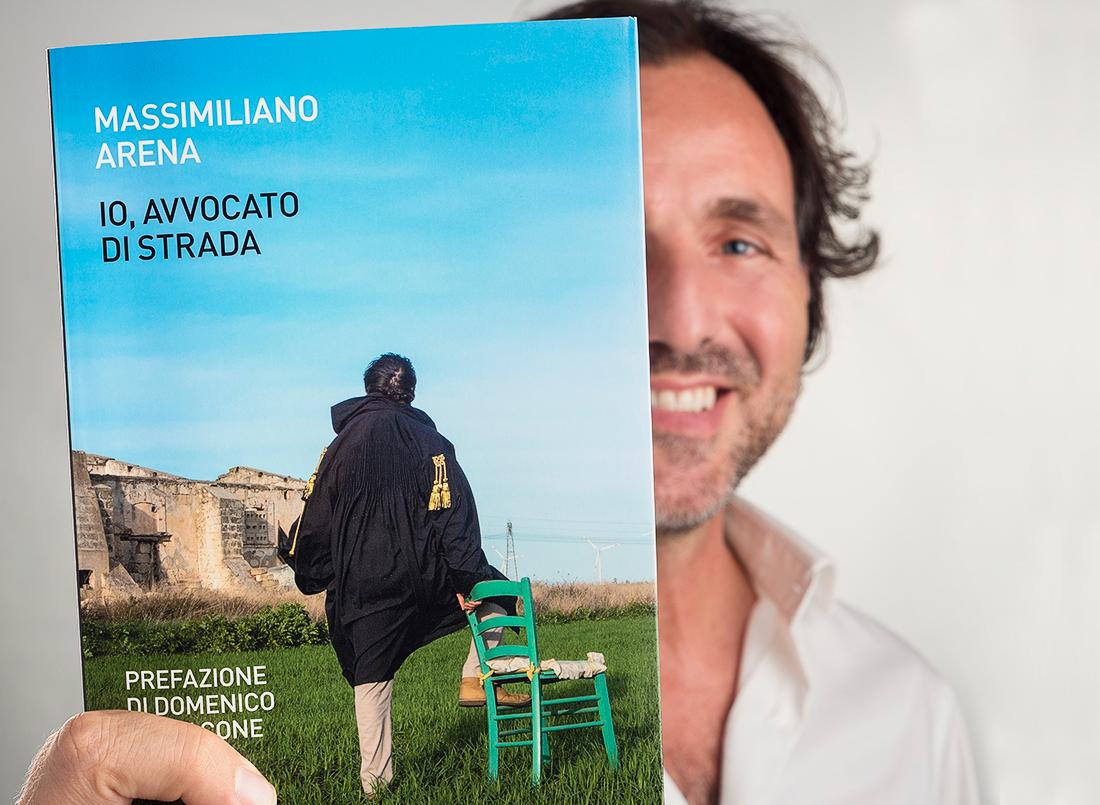 Massimiliano Arena mostra il suo libro