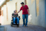 Gli assistenti personali, figure essenziali per le persone con disabilità