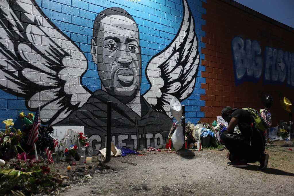 Un murales in memoria di George Floyd (foto di Joe Raedle/Getty Images)