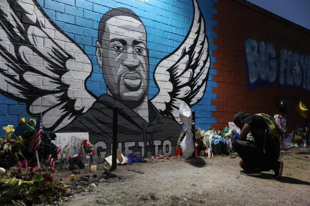 Un murales in memoria di George Floyd (foto di Joe Raedle/Getty Images)
