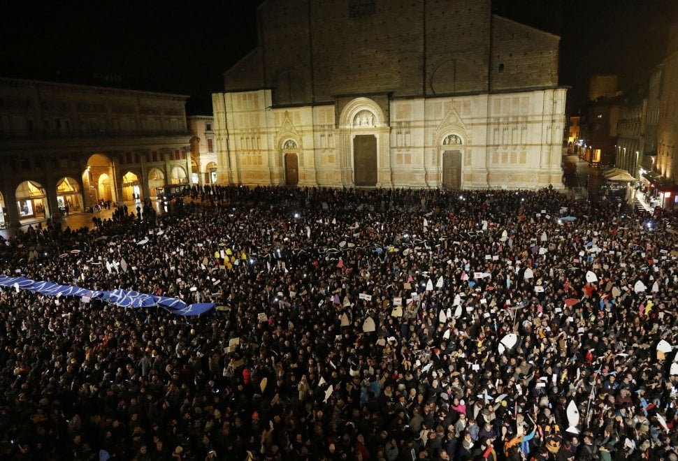 flash_mob__6000_sardine_contro_salvini__bologna