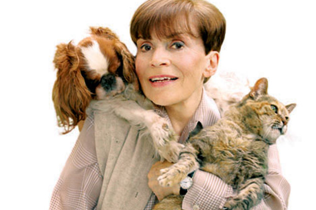 """Franca Valeri sulla copertina del suo libro """"Animali e altri attori"""""""