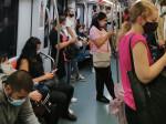 Passeggeri nella metro A (foto di Lucia Romani)