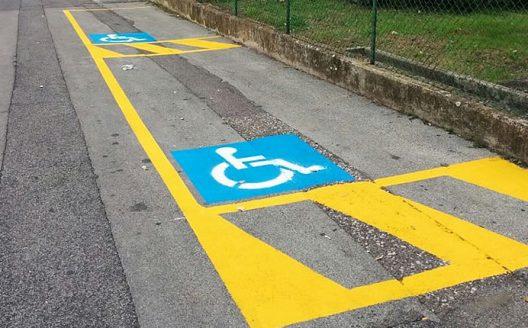 18131-parcheggio_abusivo_su_posto_riservato_ai_disabili_cassazione_multa-528x328