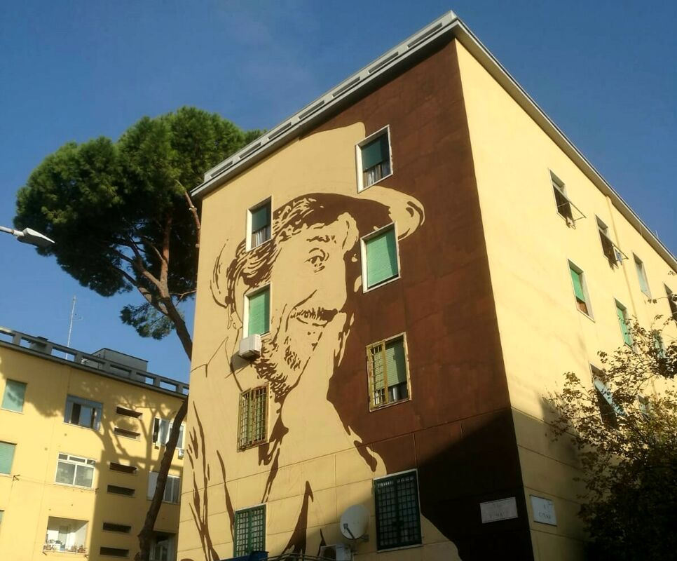 Un enorme murales omaggia Gigi Proietti a Roma