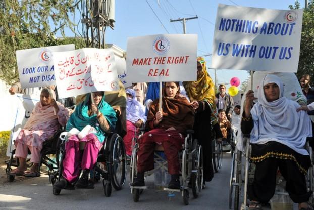 Donne disabili afgane manifestano contro il governo talebano